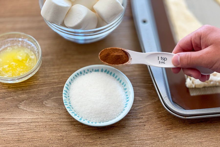 Adding ground cinnamon to sugar
